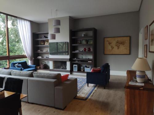 A seating area at Apartamento Premium em Gramado