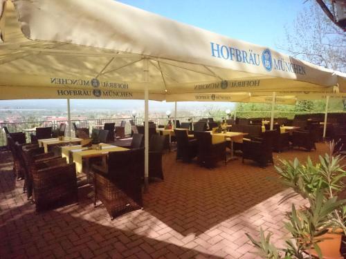 Ein Restaurant oder anderes Speiselokal in der Unterkunft Hotel-Restaurant Weinberg
