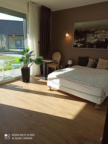 Un ou plusieurs lits dans un hébergement de l'établissement Hotel Fleur de Lys