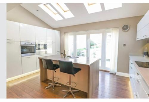 GRANIC MEWS - Luxury home with CINEMA ROOM by ST IVES GOLF COURSE, HARDEN