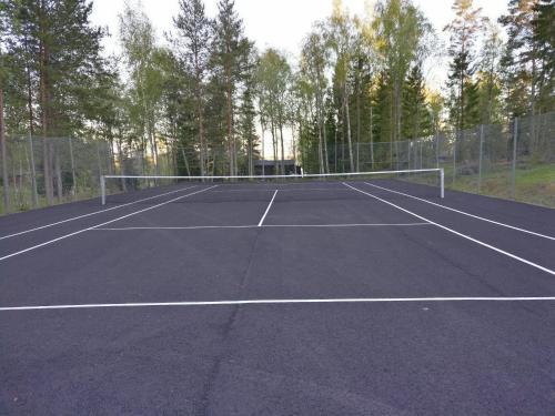 Tennis och/eller squashbanor vid eller i närheten av Hjortö Stugor & Stockhus
