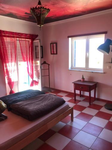 Uma cama ou camas num quarto em Captains Log House