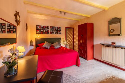 A bed or beds in a room at Le Relais Des Dentelles