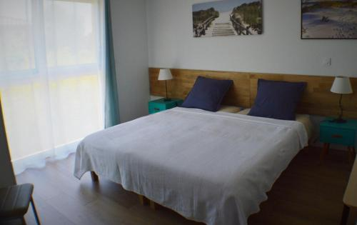 A bed or beds in a room at Le Relais des Capitelles