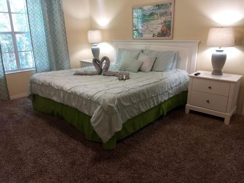 A bed or beds in a room at Orlando House Disney Area