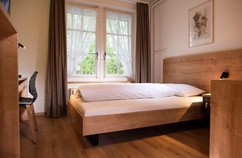 Ein Bett oder Betten in einem Zimmer der Unterkunft Weisses Kreuz