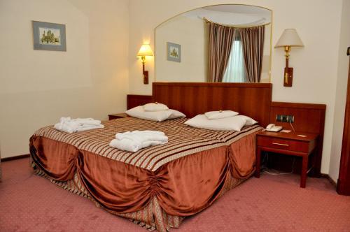 Łóżko lub łóżka w pokoju w obiekcie Parkhotel Vienna