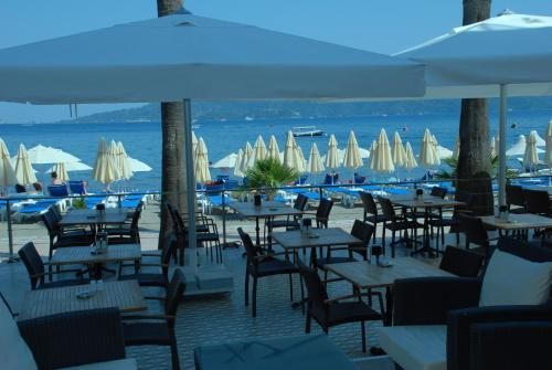 A restaurant or other place to eat at Begonville Beach Hotel - Adult Only