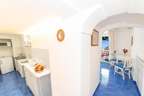 Una cocina o zona de cocina en Casa Maresca Residence