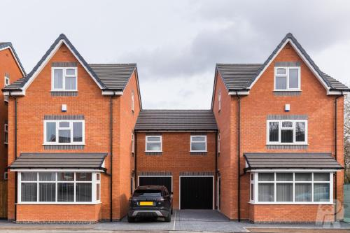 Birmingham Estate - Contractor & Family Accommodation - Secure Parking