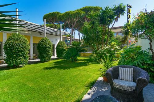 A garden outside Hotel Spinelli
