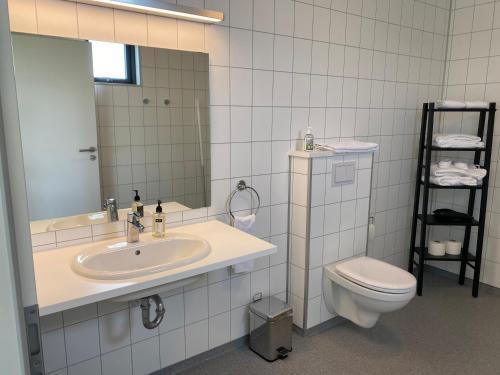 A bathroom at Brú Guesthouse