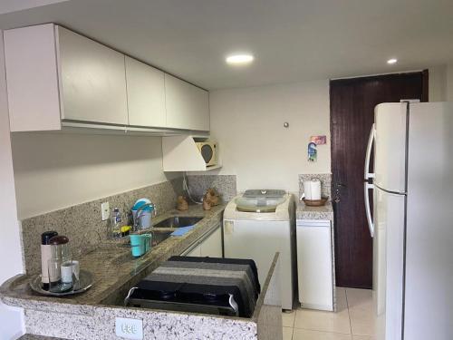 A kitchen or kitchenette at Flat Camorim em Angra dos Reis/RJ.