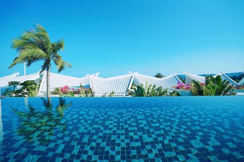 The swimming pool at or near Palace Resort Villas Yalong Bay Sanya