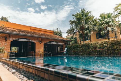 Бассейн в Hotel Toscana Trat или поблизости