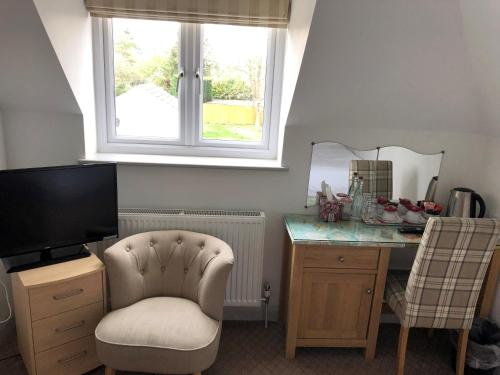 A kitchen or kitchenette at Oxford Guest House