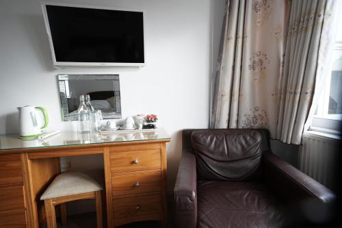 A television and/or entertainment center at Oxford Guest House