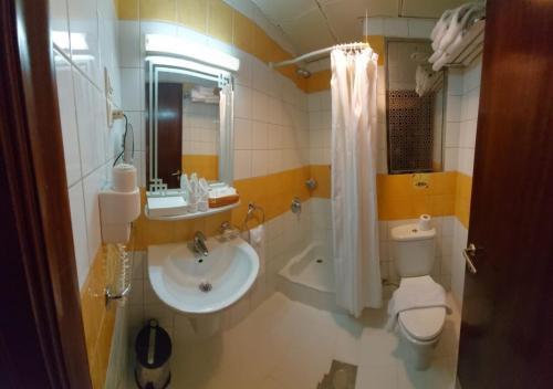 حمام في فندق روتانا المسك