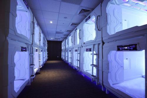 原宿時空膠囊旅館房間的上下舖