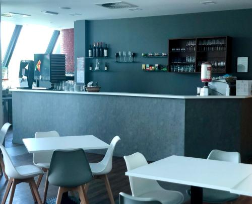 The lounge or bar area at Hotel Medno
