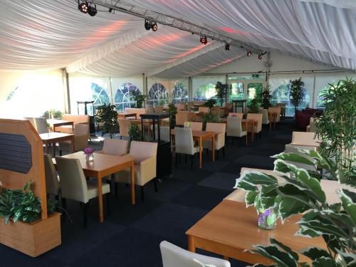Ein Restaurant oder anderes Speiselokal in der Unterkunft NordWest-Hotel Amsterdam Superior