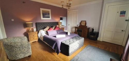 A bed or beds in a room at Tirindrish House B&B