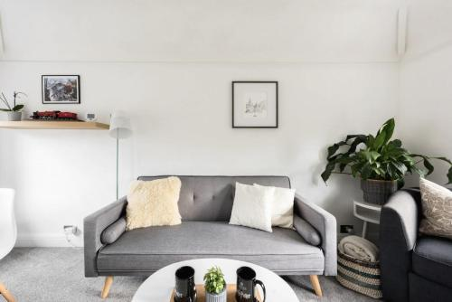 A seating area at The Film Studio Appartement
