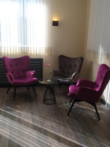Ein Sitzbereich in der Unterkunft Leitner's Hotel Garni