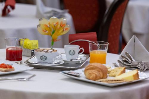Breakfast options available to guests at Hotel Rojan