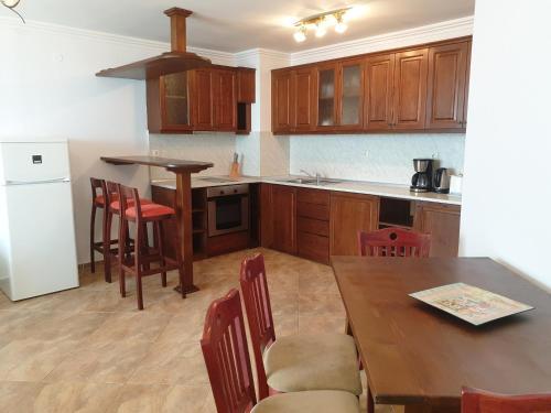 Кухня или мини-кухня в MONASTERY Apart Complex