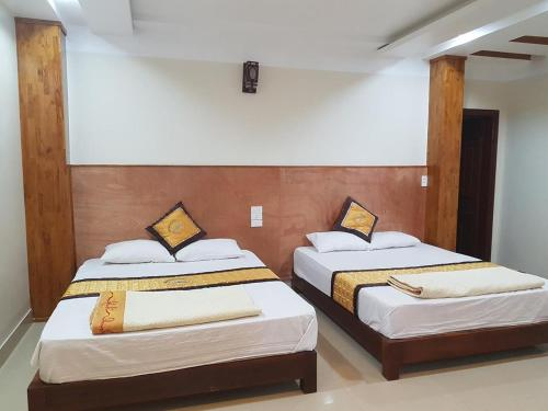 A bed or beds in a room at Thang Loi Tam Dao Hotel