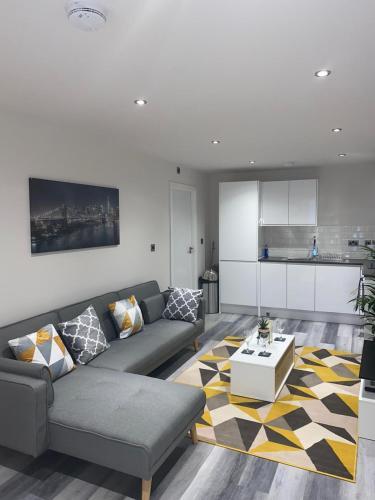 Fresh and Modern 2 Bed Flat Birmingham