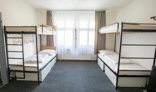 Palanda nebo palandy na pokoji v ubytování Mai Bohemia Hostel and Apartment