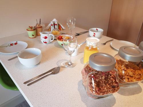 Breakfast options available to guests at Maple Cottage B&B