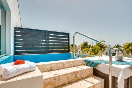 The swimming pool at or near Las Terrazas Resort & Residences