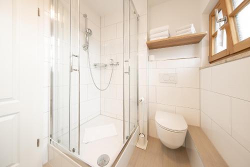 A bathroom at Hotel Am Markt