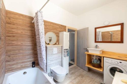 A bathroom at Apartment Amula