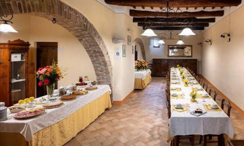 아그리투리스모 카스텔로 라 그란시아 디 스페달레토 레스토랑 또는 맛집