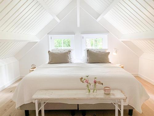 Een bed of bedden in een kamer bij Aan huisje 49 - Houten Huisje