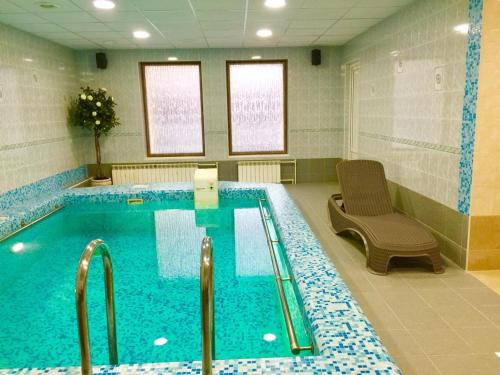 The swimming pool at or close to Hotel Leon Spa