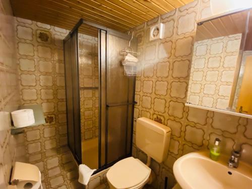 Ein Badezimmer in der Unterkunft Gasthaus Schlossblick