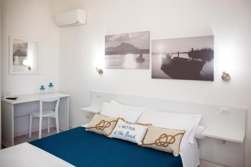 A seating area at Hotel Ariadimari
