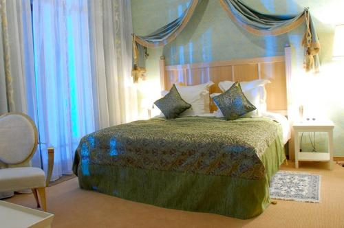A bed or beds in a room at Casablanca Hotel