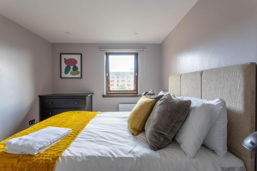 Stunning 1 Bed Merchant City Apartment with Parking