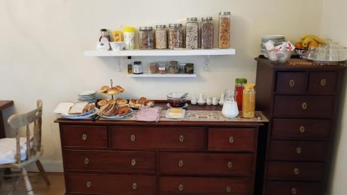 A kitchen or kitchenette at Innisfree Guest House