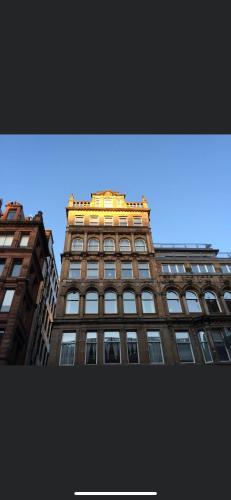 Stunning city centre location 3 bed 3 bath serviced apartment available daily weekly monthly