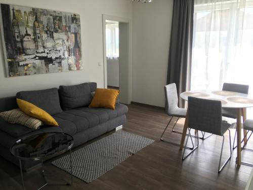 A seating area at Kal's Studio Apartment Salzburg