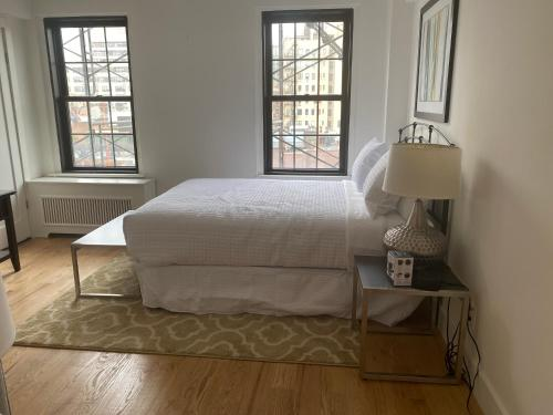 A bed or beds in a room at Central Park Apartments 30 Day Stays