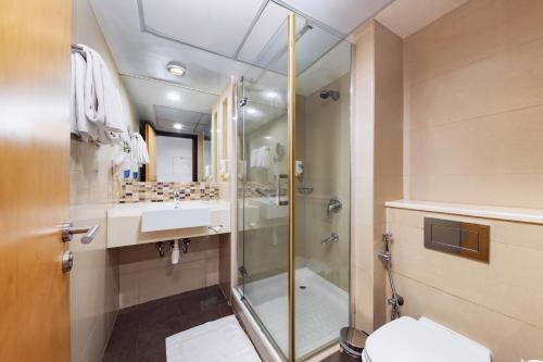 A bathroom at Citymax Sharjah