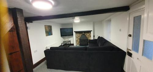 A seating area at Quirky Cottage - Dogs Welcome - Free 24 hr Cancellation's